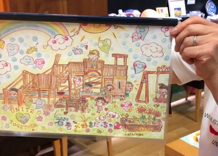 上の写真はテトさんに描いて頂いた塗り絵です。サロンで、500部作り、皆様には一部500円で買って頂きました。この販売による、支援金は、250000円になりました。